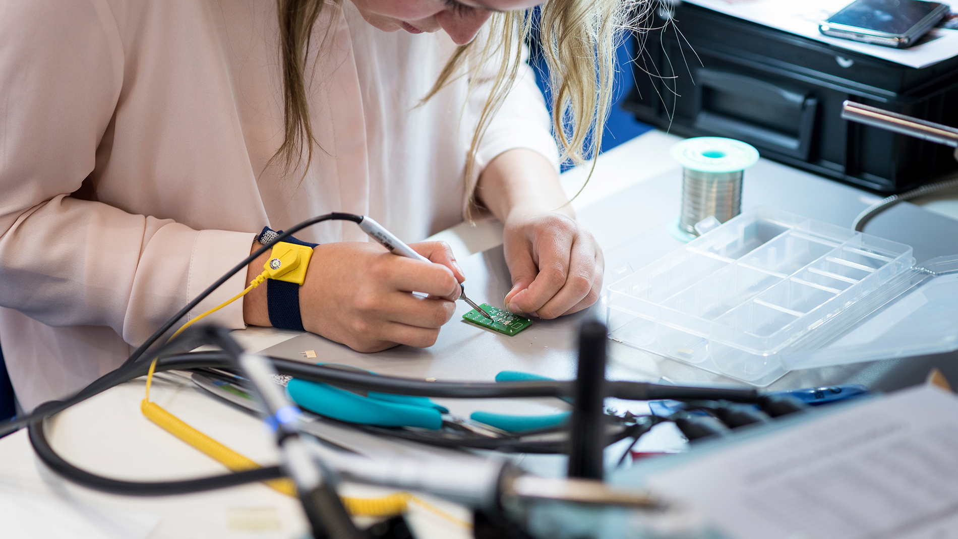 Hand soldering competition