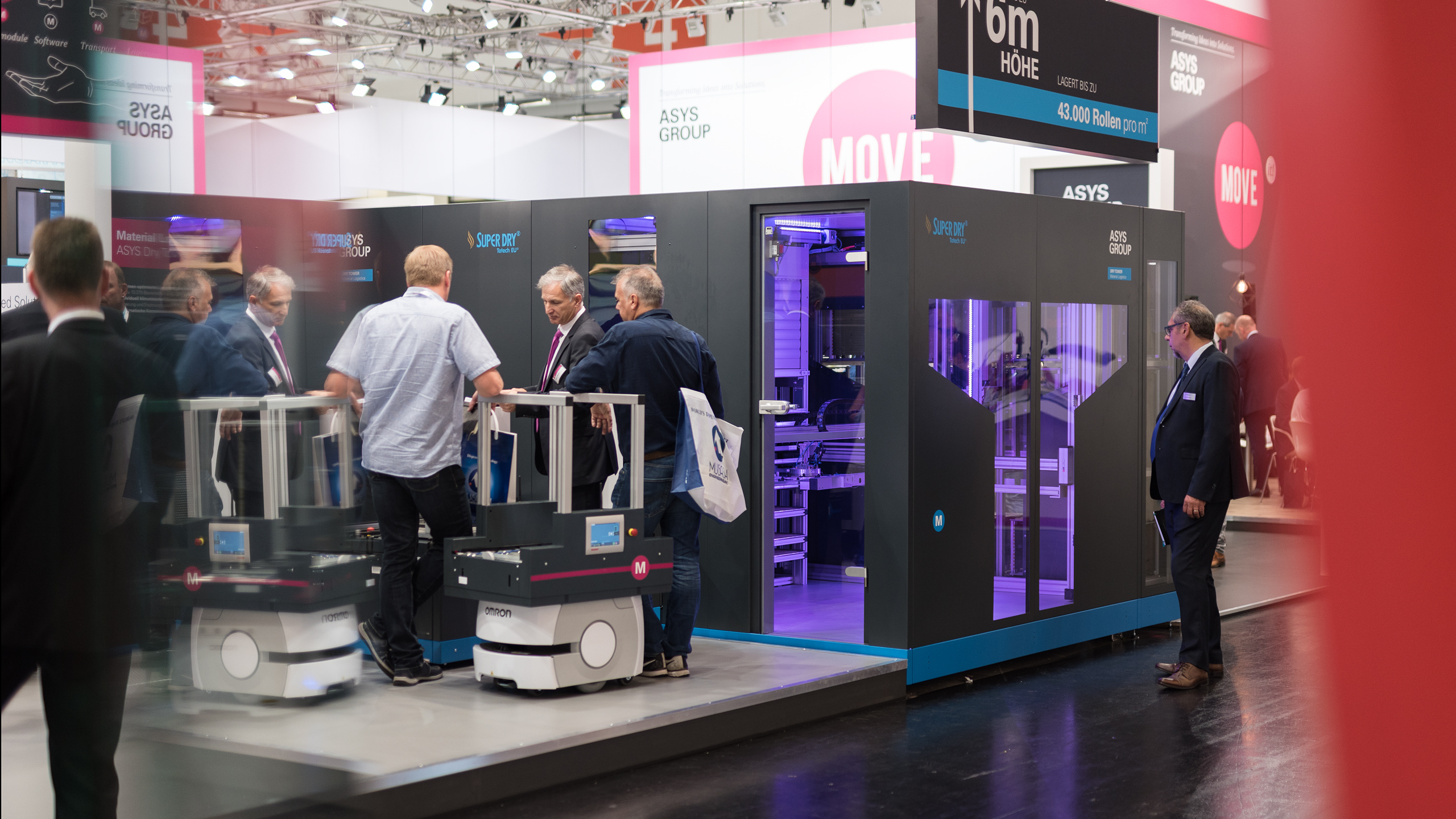 Conversation at the booth of ASYS Automatisierungssysteme GmbH