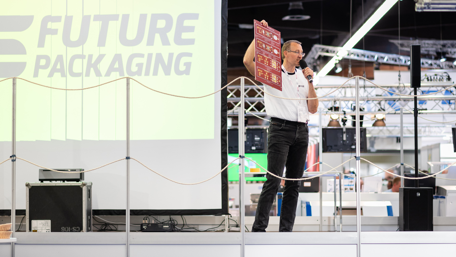 "Live production and guided tour at the production line ""Future Packaging"", organized by Fraunhofer IZM"