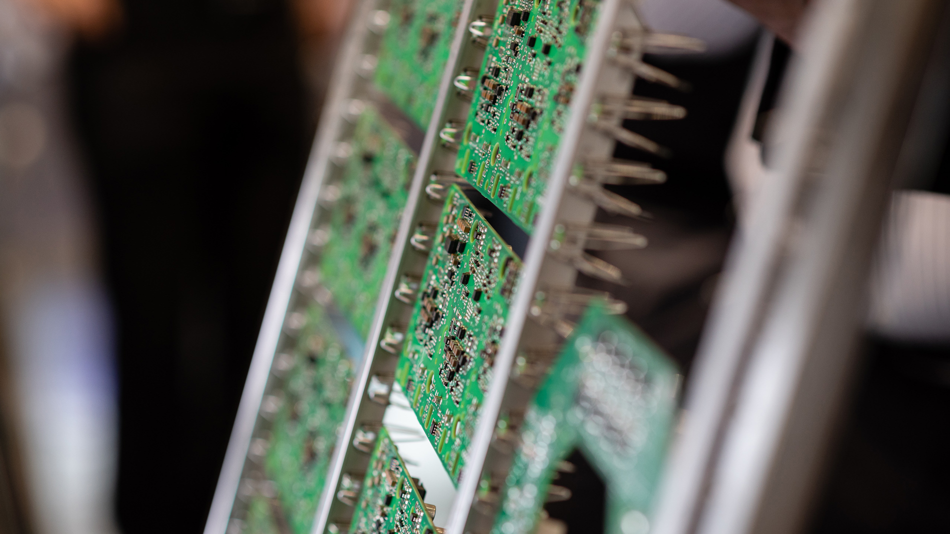 Printed circuit boards in a transport frame for PCB cleaning